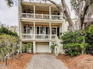 Luxe 4BR/4.5BA at Sea Pines w/ Private Pool & Hot Tub – Walk to Dining