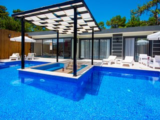 Stylish Secluded Two Bedroom Honeymoon Villa Vade with Outdoor and Indoor Pools