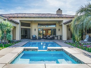 Luxe 4BR Desert Paradise w/ Pool, Spa, Outdoor Kitchen & Golf Course Views