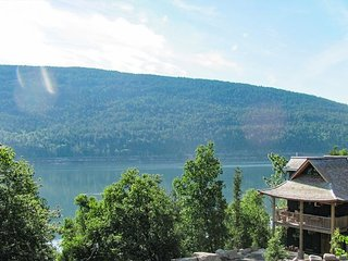 Acadia Lodge: 3BR Oceanfront Retreat by Acadia National Park w/ Private Dock