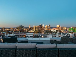 Brand New 3BR w/ Rooftop Patio & Stunning Skyline Views - 1 Mile to Downtown