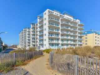 Meridian 503W - Luxury Condo 1/2-Block to Beach!