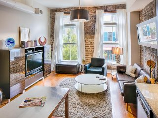 Contemporary loft w/ modern conveniences in the heart of the Historic District!