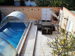 Fantastica casa con piscina privada y amplio jardin A07