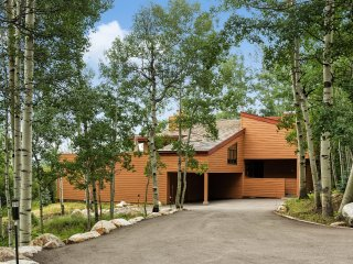 Newly Renovated Home with sweeping views and ski-in/out access (306676)