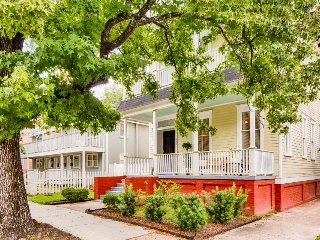 Spacious Victorian in historic district near Forsyth Park w/ private parking!