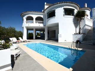Stunning Villa with Private Pool ( Mijas Costa )
