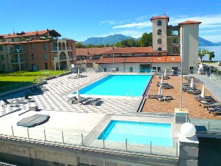 Gabella 4 03/4 in a residential complex in Maccagno with pool