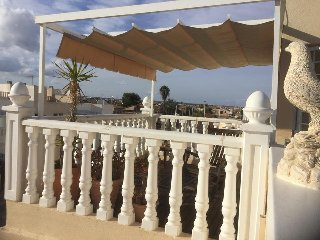 Spacious 3 Bed 2 Bath Townhouse Large private garden and Roof Terrace sea views