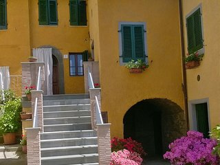 Poggio Il Forno, sleeps 4 +1, with 'optional extra' for further 4, Free WIFI