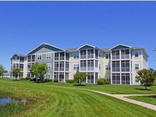 Awesome 3 Bedroom Condo in Family Friendly Community minutes from Beach