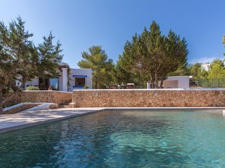 Villa Tarida for up to 6 guests, only 2.5km from the beaches of Ibiza! Catalunya