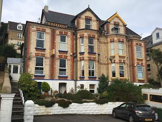 Elegant and Spacious Victorian 8 Bedroom Holiday Home parking for 4 cars