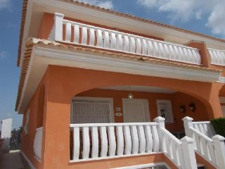 Villa Cerezas, Doña Pepa - Corner House with WiFi, UK TV & Comm. Pool