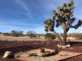 Panoramic Views! Hi-desert Experience W/ A Comfortable Home Near Park & Village