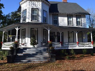 Entire Upstairs of Victorian Home in Historic Downtown Camden, SC Separate Entra