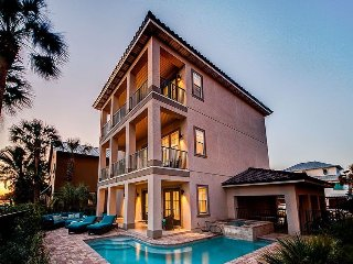 Villa Destiny Stunning New 6 Bedroom Home located in Destiny East! Private Pool!
