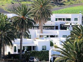 102782 -  Villa in Haria
