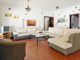 103087 -  Villa in Haria