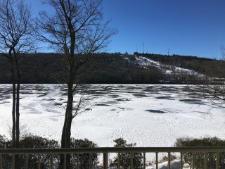 PENTHOUSE Big Boulder Ski Resort - 3 Bedroom 3 Bath Families and Couples Welcome