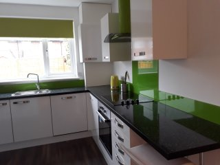 3 bed modern House in Abbeywood, 15 mins from O2