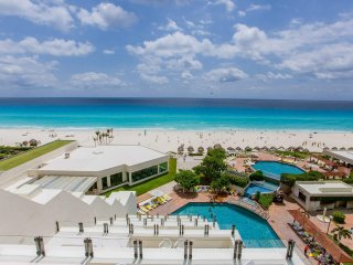 Ocean Front Superb Condo in Cancun