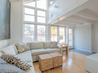 #104: Newly updated & modern - Short walk to Commercial Street and the beach!