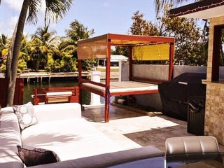 Villa San Souci - Waterfront w/ Outdoor Bar & BBQ