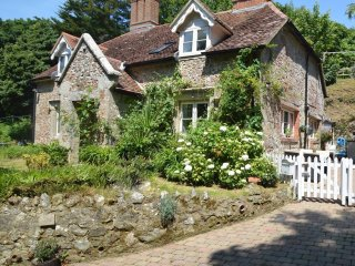 Luxury 16th Century Stone Cottage in Shanklin Dog Friendly with Log Burner