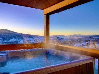 Unbelievable Views, Private Hot Tub, Hike Out to National Forrest, Elevator, 2 L