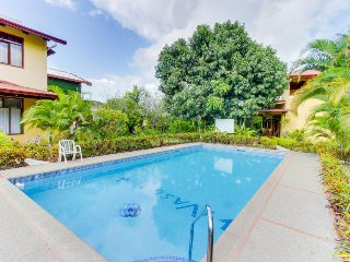 Attractive, inviting condo w/ shared pool - only five blocks from Jacó Beach!