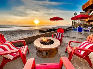 20% OFF OPEN JAN! Adorable Ocean View Beach Cottage on Sand w/ Jacuzzi