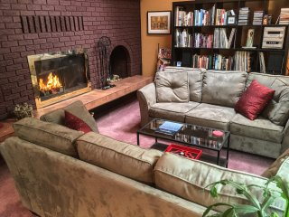 GUEST LOUNGE WITH FIREPLACE