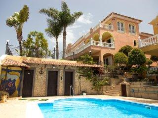 Residencial El Sueno, Studio Apartment Strelizia