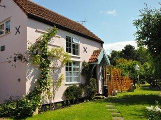 TWEEN Cottage in Burnham-on-Se