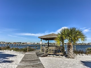 NEW! Chic 2BR Pensacola Condo w/ Pool & Dock!
