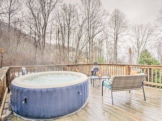 NEW! Peaceful 3BR 'Potter's Lighthouse' w/Hot Tub!