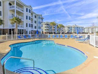 NEW! 3BR Myrtle Beach Condo w/Patio by Golf Course