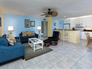 Sea La Vie!  2 Bedroom 2 Bath with Garden View & Steps to the Beach