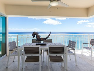 A View to Die for! 3 bedroom 3 bath right on Waikiki Beach