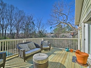 Oxford Condo w/ Pool Access - 1 Block to Ole Miss!