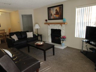Cozy Comfy Condo in Summerlin! -20 mins to Strip!