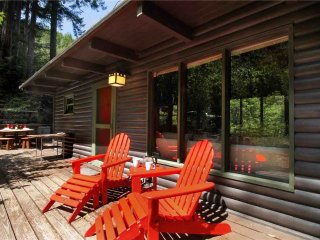 TREETOP LOG CABIN: Redwoods | Hot Tub | Woodstove