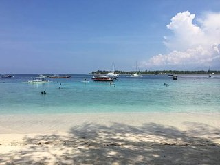 Gili Turtle Beach Resort - Beachfront and central area