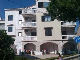 Comfortable apartment Birdy Novalja  for 4-6 people in the city center