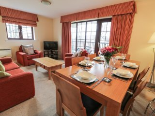 BRUNSTON CASTLE LODGE, open-plan living, on-site facilities, en-suite, Ref 97206
