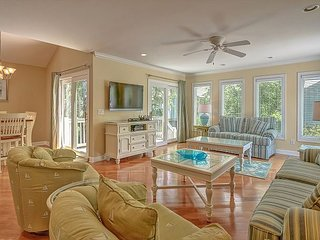 109 Oceanwood-Fully Renovated w/ Community Oceanfront Pool & Kiddy Pool.
