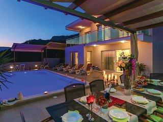 4 bedroom Villa in Kucine, Splitsko-Dalmatinska Zupanija, Croatia : ref 5568284