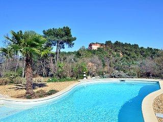 A Roussillon, belle villa, spacieuse et de standing avec piscine-4 clés vacances