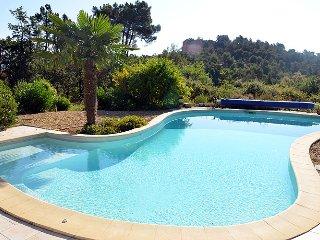 A Roussillon, belle villa, spacieuse et de standing avec piscine-4 cles vacances